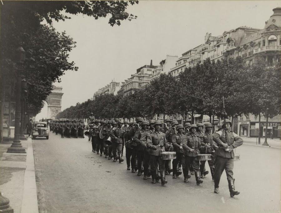 nazi_in_paris_1940-2.jpg